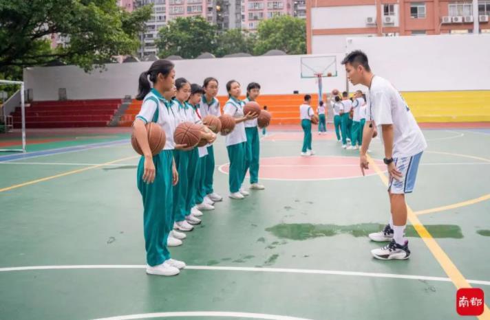 广州这所中学课后托管有新招:社工力量加入,教师轮班补贴